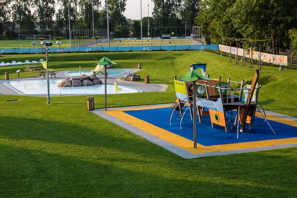 Zwembad De Fakkel : Peuterbadjes met speeltuin bij zwembad de fakkel in ridderkerk