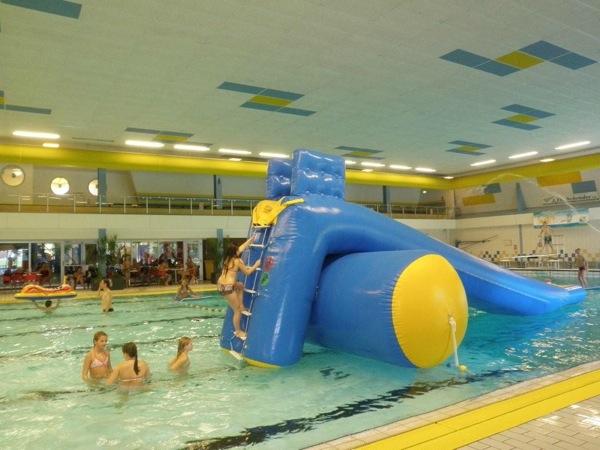 Water glijbaan bij zwembad het wedde in voorschoten - Fotos van het zwembad ...