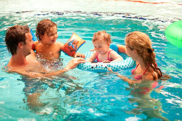Het Vennenbos Zwembad.Zwemmen Met Uw Kleintje Bij Zwembad Landal Het Vennenbos In Hapert
