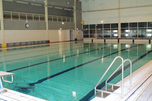 Het wedstrijdbad bij zwembad polfermolen in valkenburg - Fotos van het zwembad ...