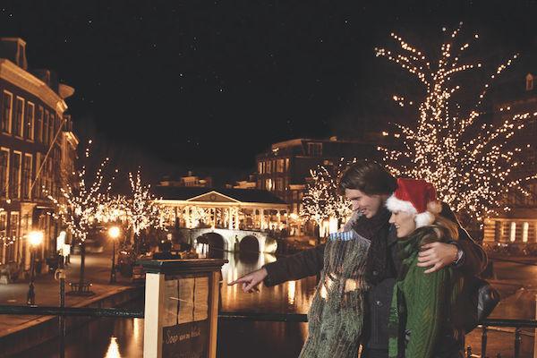 Gezellige Kerst Lampjes Bij Drijvende Kerstmarkt Leiden In Leiden